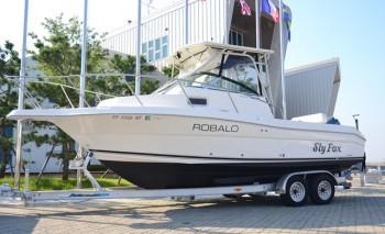2005 ROBALO R235